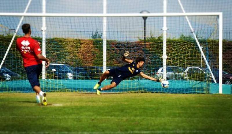 Mirante dal dischetto per gioco, ma il Parma nel 1950 ebbe un portiere che segnava su rigore in partita. Si chiamava Géza Boldizsàr
